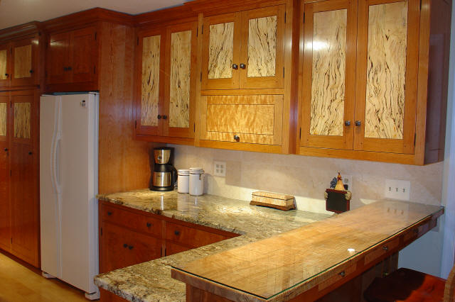 I wouldn't mind having these gorgeous kitchen cabinets!